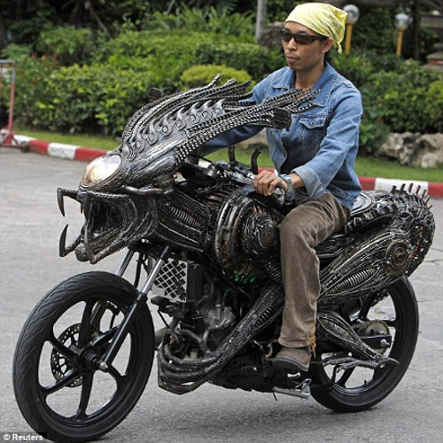 Meet the Predalien Motorcyle a.k.a. The Coolest Friggin' Thing We've Ever Seen