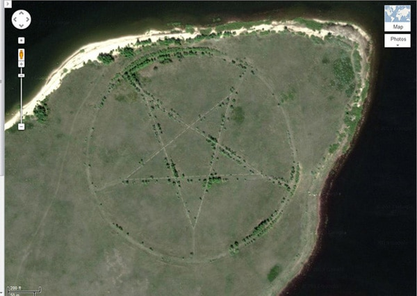 Google Maps Picks Up Massive 1,200 Foot Pentagram