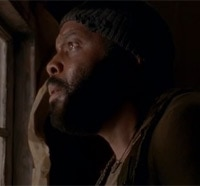 Walkers Close in on Tyreese in this Clip from The Walking Dead Season 5 Premiere