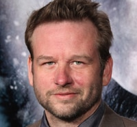 Exclusive Interview: Actor Dallas Roberts on Once in a Lifetime Chances, Male Bonding and More for The Grey