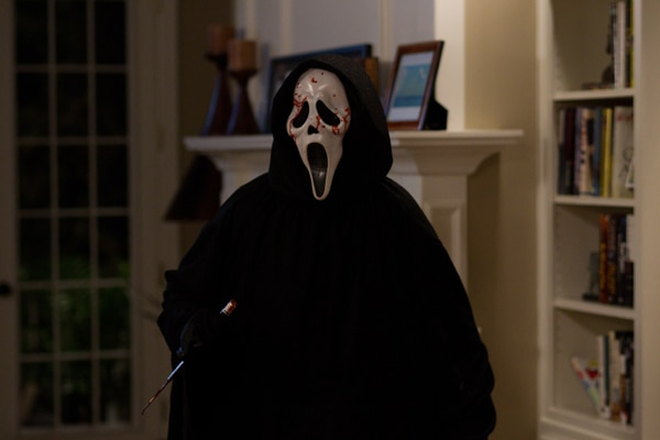 GhostFace Has a Bit of Red on Him in Latest Scream 4 Image