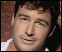 Kyle Chandler, Powers