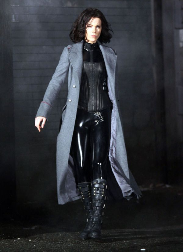 Selene Strutting Her Stuff in Latest Underworld: New Dawn 3D Image