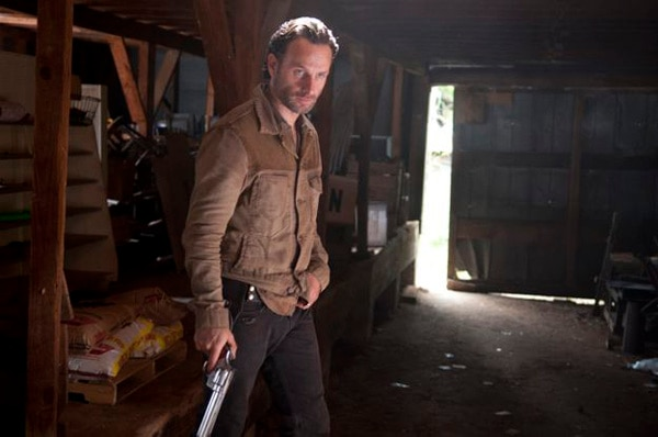 The Walking Dead: Robert Kirkman Talks Showrunner Situation; New Stills from Episode 3.13 - Arrow on the Doorpost