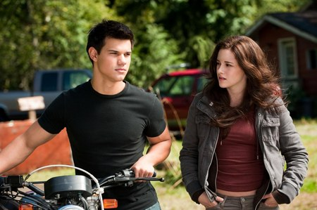 Twilight Saga: Eclipse Volturi Clip; New Outdoor Banner and Stills