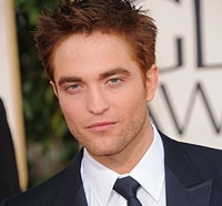 Robert Pattison Looking to Hold On to Me