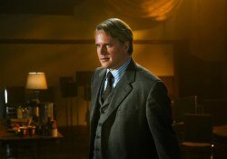 Cary Elwes as Dr. Gordon in Saw