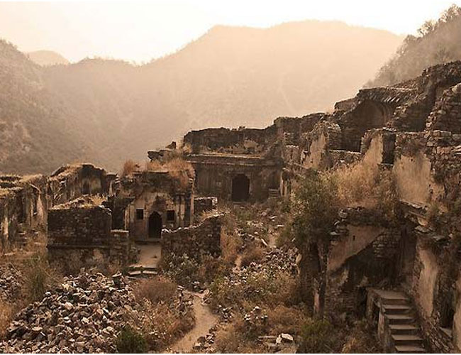 bhangarh - The Gasp Menagerie: Haunted Indian Fort Frightens Filmmakers