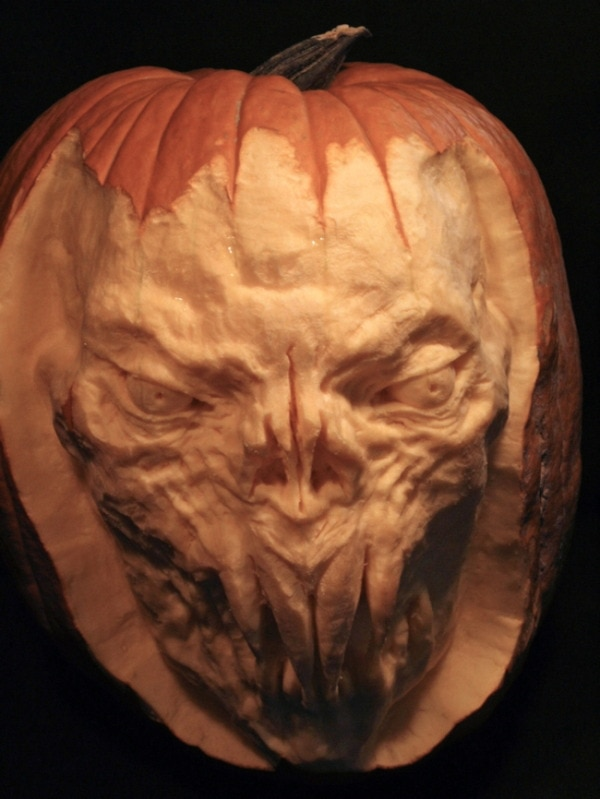 35 Incredible Pumpkin Carvings for Halloween 15