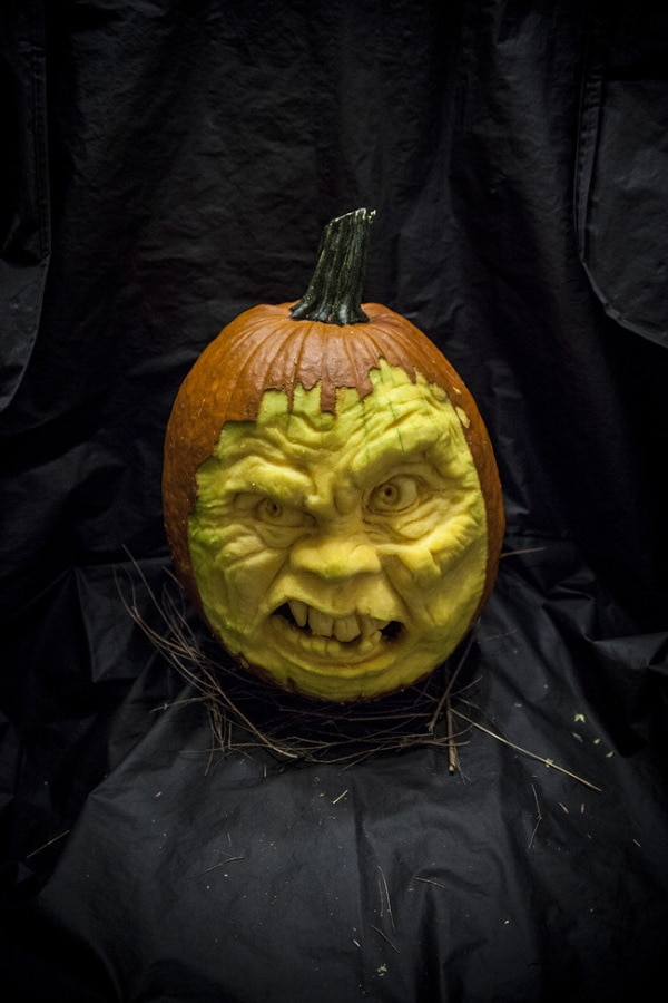 35 Incredible Pumpkin Carvings for Halloween 23