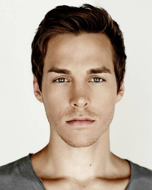 ChrisWood. The symmetry is ridiculious with this guy! Flawless ...