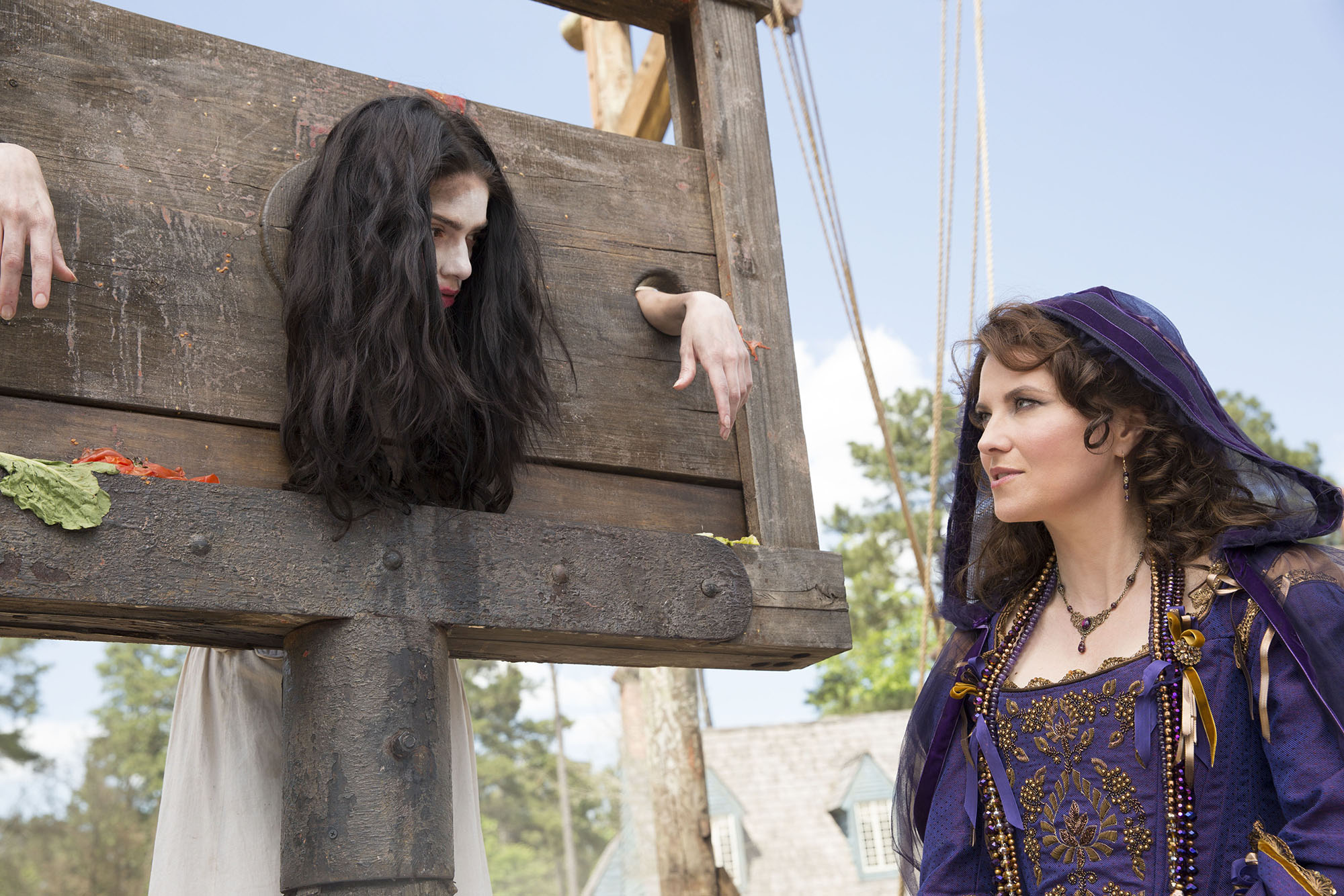 L R Janet Montgomery as Mary Sibley and Lucy Lawless as Countess Marburg - Image Gallery, Preview, and Sneak Peek of Salem Episode 2.11 - On Earth as in Hell
