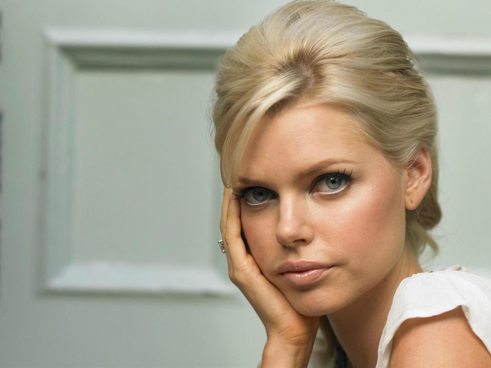 Is a cute Sophie Monk nude photos 2019