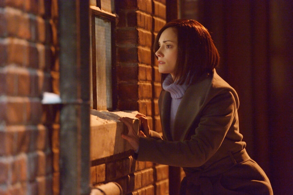"""THE STRAIN -- """"Intruders"""" -- Episode 208 (Airs August 30, 10:00 pm e/p) Pictured: Natalie Brown as Kelly Goodweather. CR: Michael Gibson/FX"""