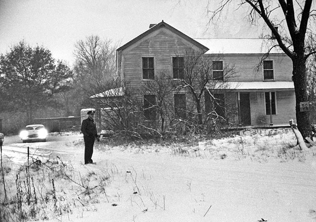 ed gein house wisconsin - 13 Scary Horror Movies Based On True Stories / Real Life