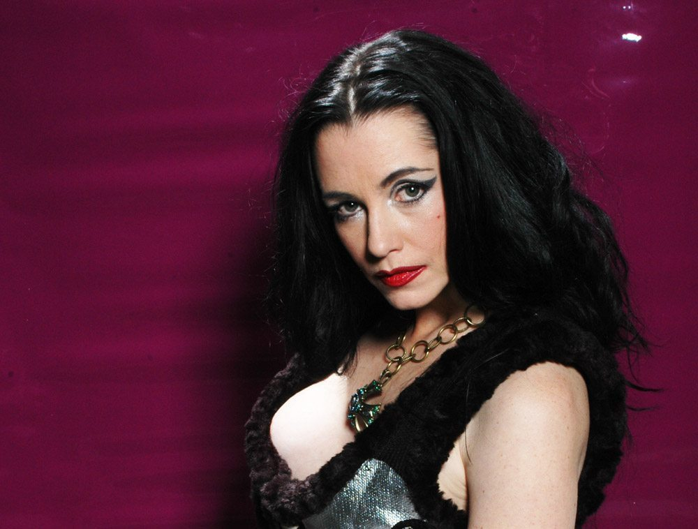 Debbie Rochon - Exclusive: Debbie Rochon Talks Model Hunger