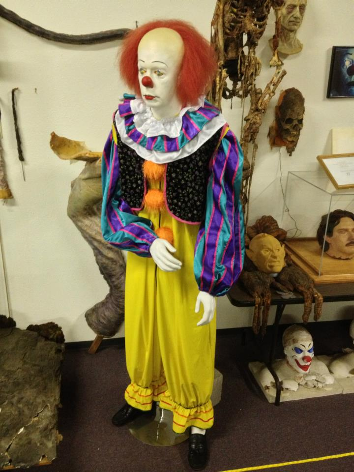 pennywise bart mixon - Rare Photo Shows Tim Curry in Unused Pennywise Concept Makeup