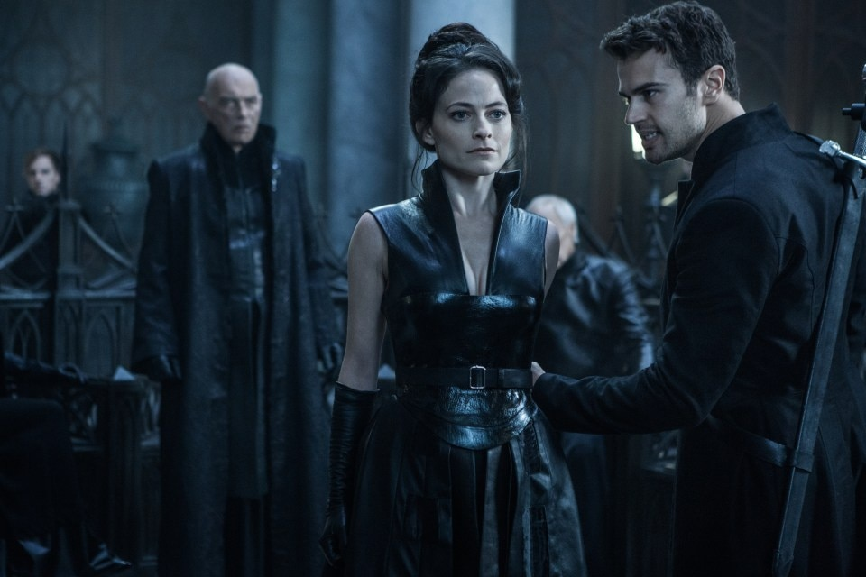 Underworld Blood wars 1 - Underworld: Blood Wars Set Visit Part 3: Director Anna Foerster Talks Keeping and Breaking the Rules
