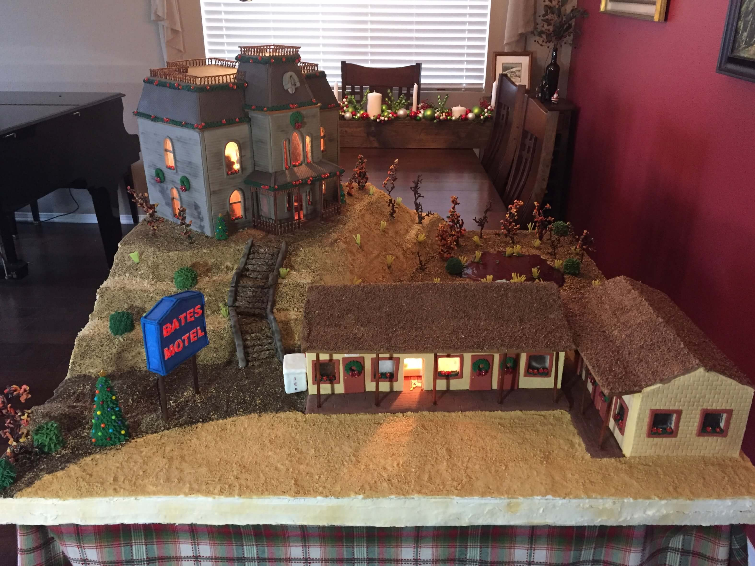 bates motel gingerbread35 1 - The Bates Motel and House Get Immortalized in Gingerbread Form