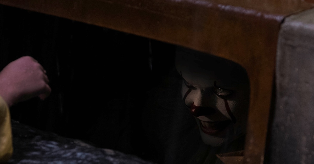 pennywiseitgutterbanner - Here's a Hi-Res Image of Pennywise in the Gutter