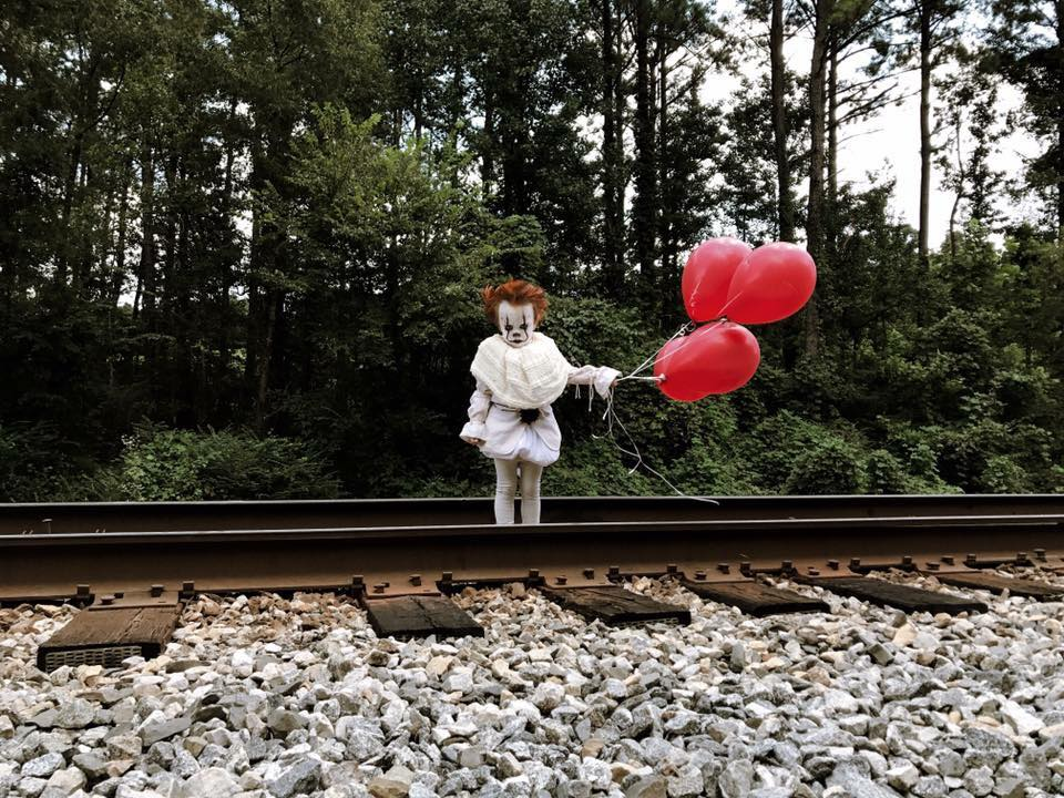 toddlerit 2 - Guy Dresses His Toddler Brother Up as Pennywise From IT