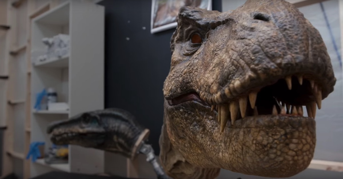 'Jurassic World: Fallen Kingdom' trailer erupts with action