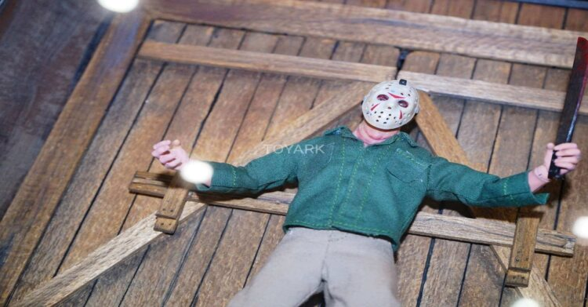 mezco jason 750x422 - Toy Fair 2018: Mezco Toyz Display a Ton of Stunning Horror Figures