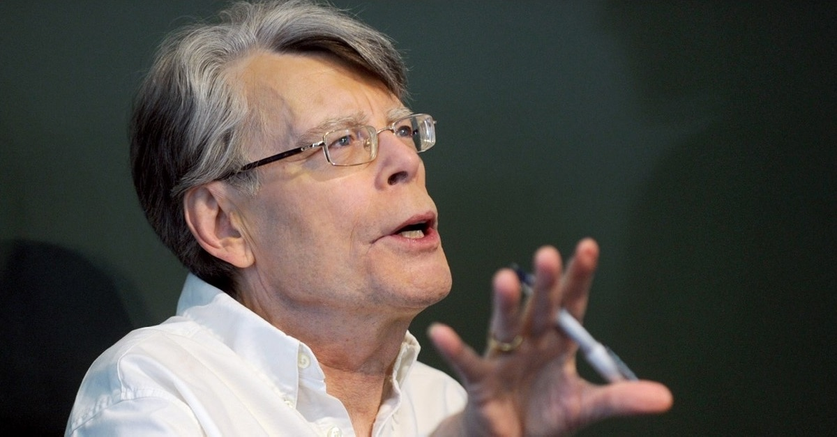 Stephen King - Stephen King has Seen PET SEMATARY, Issues Warning!