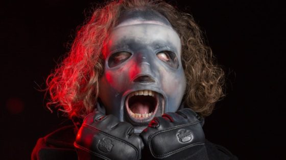 "Cory Taylor Slipknot Mask 2019 560x315 - Corey Taylor Says His New SLIPKNOT Mask Was Designed to ""F*** with People"""