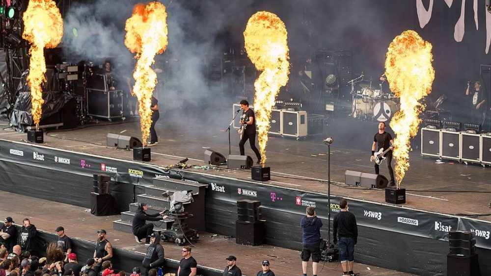 Gojira Banner 1000x563 - Metal as F***! GOJIRA Guitarist Burned by Pyrotechnics Finishes Set!