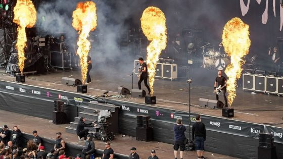 Gojira Banner 560x315 - Metal as F***! GOJIRA Guitarist Burned by Pyrotechnics Finishes Set!