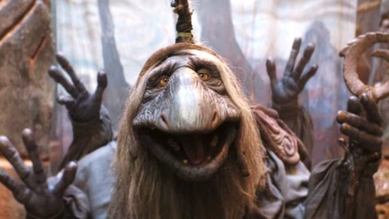 "Dark Crystal Age of Resistence Banner 560x315 - Revisit the Meta ""Puppet Show"" from THE DARK CRYSTAL: AGE OF RESISTENCE"