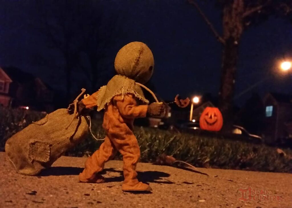 NECA Trick R Treat Sam Clothed Action Figure 001 1024x730 - TRICK 'R TREAT's Sam Has a Busy Night!
