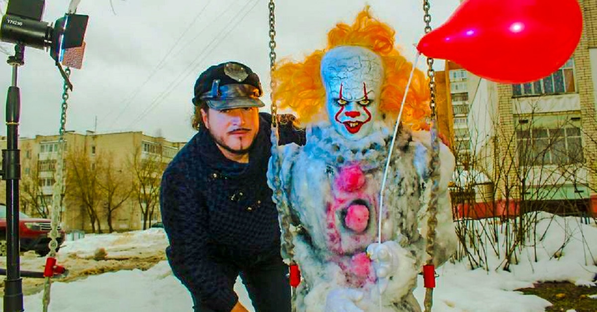 Pennywise Snowman HD - Russian Artist Creates Killer Pennywise Snowman