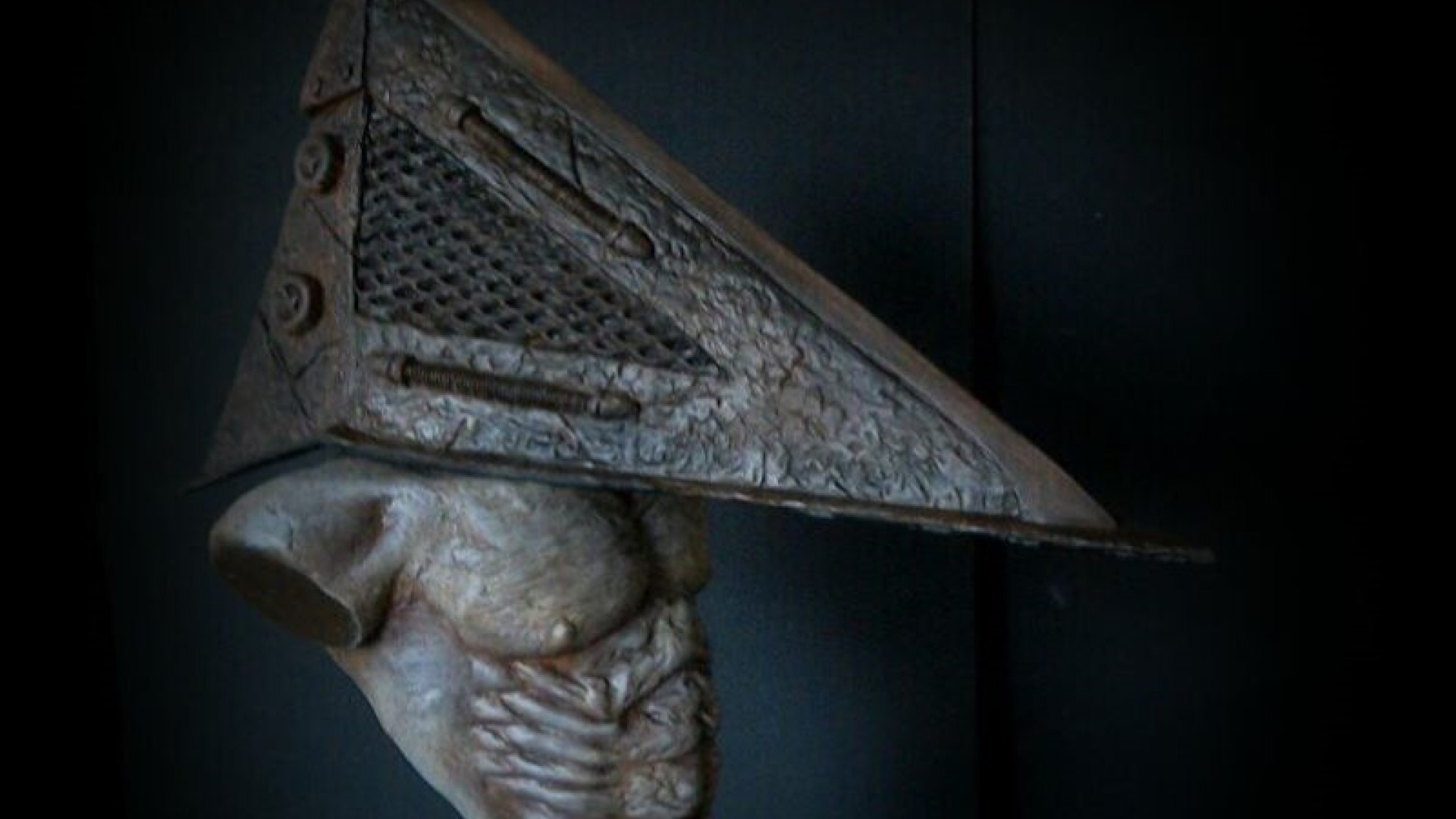 pyramid head - THIS CUSTOM PYRAMID HEAD SCULPTURE IS JUST BEGGING FOR MY MONEY