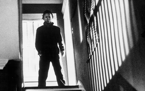 halloween michael myers - Michael Myers Strikes Familiar Pose in Latest Image from HALLOWEEN KILLS