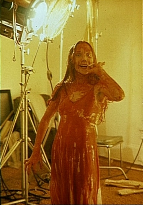 Horror Movie BTS 12 - 30 Wholesome Behind-the-Scenes Pics From Horror Movies To Brighten Your Day [Gallery]