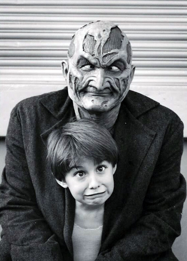 Horror Movie BTS 13 - 30 Wholesome Behind-the-Scenes Pics From Horror Movies To Brighten Your Day [Gallery]