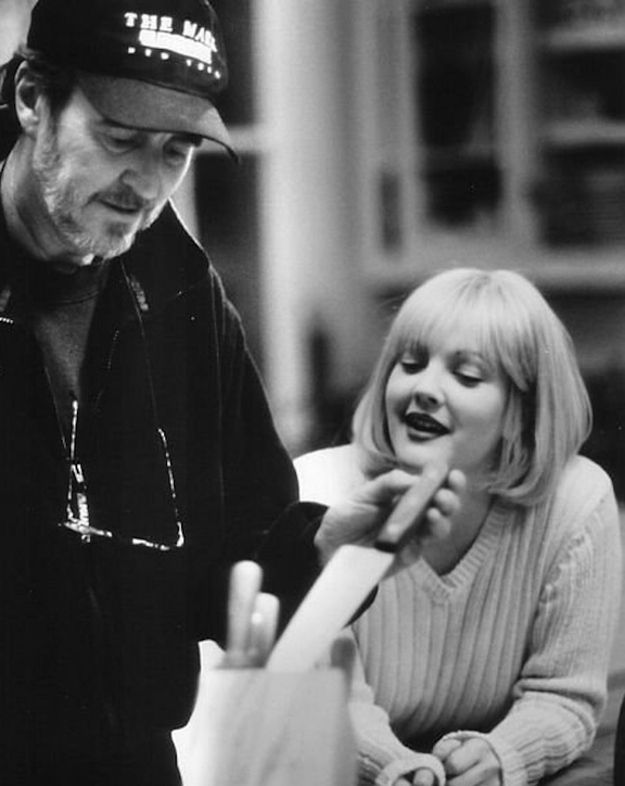 Horror Movie BTS 16 - 30 Wholesome Behind-the-Scenes Pics From Horror Movies To Brighten Your Day [Gallery]