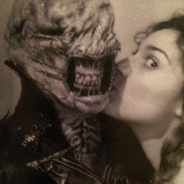 Horror Movie BTS 18 - 30 Wholesome Behind-the-Scenes Pics From Horror Movies To Brighten Your Day [Gallery]