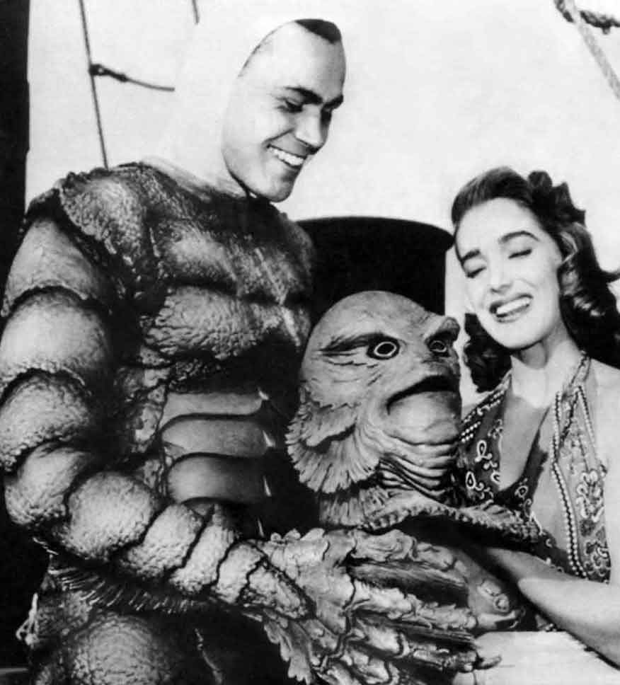 Horror Movie BTS 21 - 30 Wholesome Behind-the-Scenes Pics From Horror Movies To Brighten Your Day [Gallery]