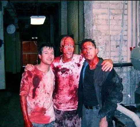Horror Movie BTS 22 - 30 Wholesome Behind-the-Scenes Pics From Horror Movies To Brighten Your Day [Gallery]