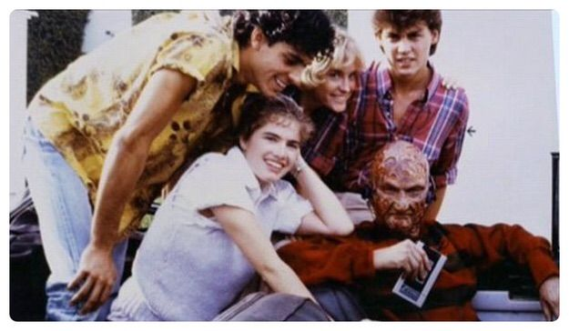 Horror Movie BTS 5 - 30 Wholesome Behind-the-Scenes Pics From Horror Movies To Brighten Your Day [Gallery]