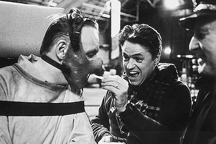 Horror Movie BTS 9 - 30 Wholesome Behind-the-Scenes Pics From Horror Movies To Brighten Your Day [Gallery]