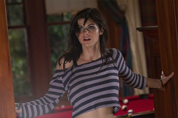 TEXAS CHAINSAW - TEXAS CHAINSAW 3D Star Alexandra Daddario Wanted To Cut This Infamous Line