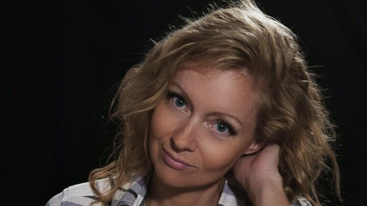 Axelle Carolyn