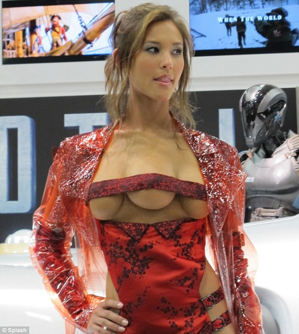 The Fight is On in Latest Total Recall Clip and a Quick Glimpse of the Film's Three Boobed Wonder