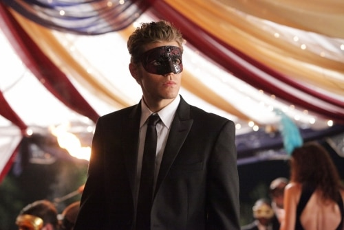 VD207k - The Vampire Diaries: Stills from Episodes 6 and 7; New York Comic Con Teaser Video