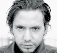 Cast and Crew News for Syfy's 12 Monkeys Pilot - Aaron Stanford