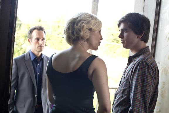 Bates Motel Episode 2.04 - Check-Out